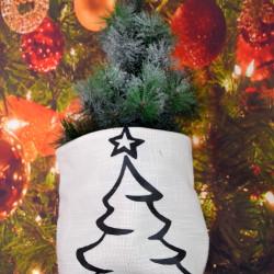Kerstzak off white met zwarte opdruk kerstboom groot
