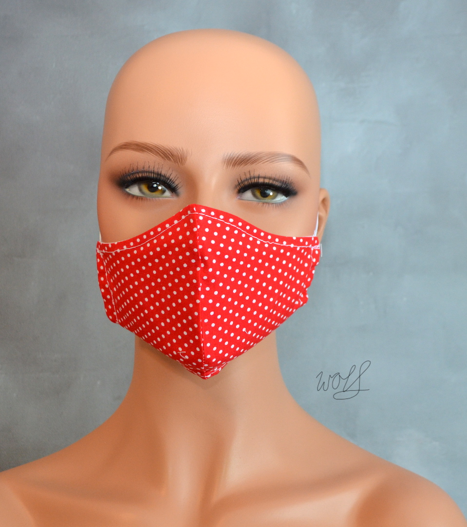 Mondkapje of gezichtsmasker rood met kleine witte stip