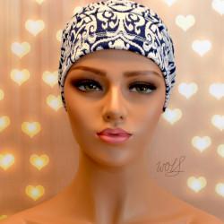 Handgemaakte chemo muts Bente blauw met wit maat M