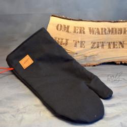 Handgemaakte houthandschoen ook geschikt voor de BBQ gemaakt van zwarte brandweerpakken zonder striping