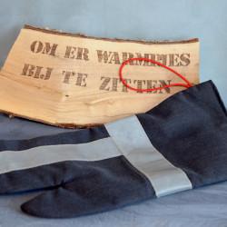 Handgemaakte houthandschoen ook geschikt voor de BBQ gemaakt van uitrukpak