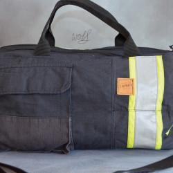 Stoere handgemaakte brandweertas met gele details en originele zakken
